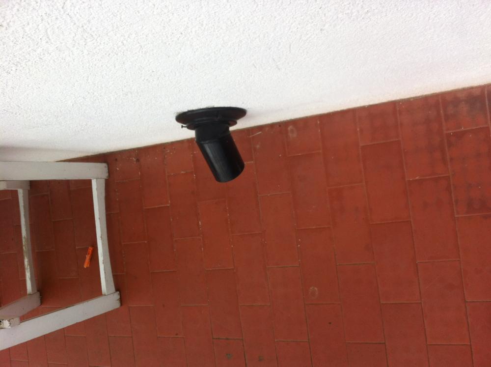 Instalaci n y salida de humo de estufa ecoforest vigo antracit for Estufa de pellets en un piso