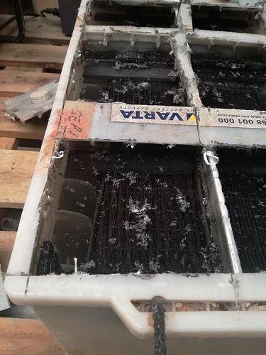 Abriendo o destrozando bateria monoblok varta. Imagenes.-img_20180830_175103.jpg