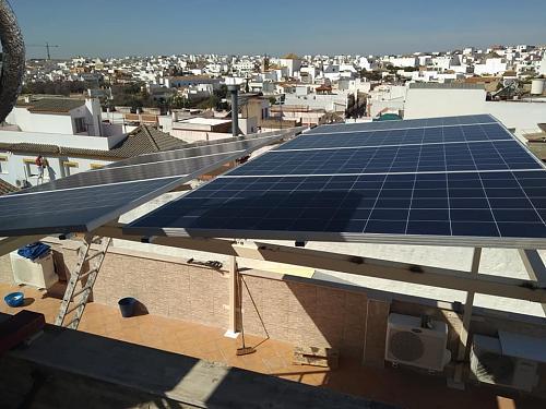 Fotografías instalaciones fotovoltaicas aisladas-52867320_2344014872275718_7244454220156370944_n.jpg