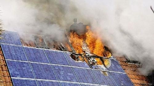 ¿Peligros Vivir bajo placas solares?-solar_panel_fire_fct640x394x27_ct677x380.jpg
