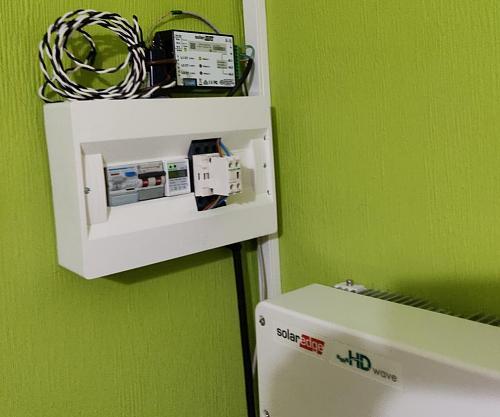 Curiosidad de funcionamiento ¿como regula la corriente un inversor inyección 0 conectado a un enchufe de casa?-inmet1.jpg