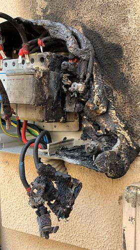 Incendio en magnetotermico CC entre paneles e inversor-7f120ad2-e046-496c-9c4d-b55e2283ad57.jpeg