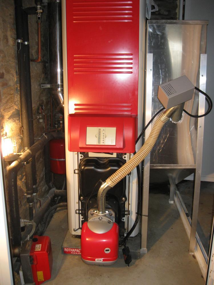 Es posible sustituir el quemador de gas il por biomasa en for Instrucciones caldera roca