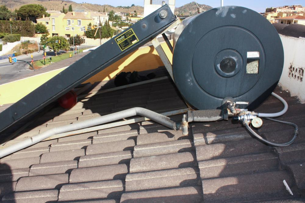 Venta de placas solares para calentar agua transportes for Puedo poner placas solares en mi casa